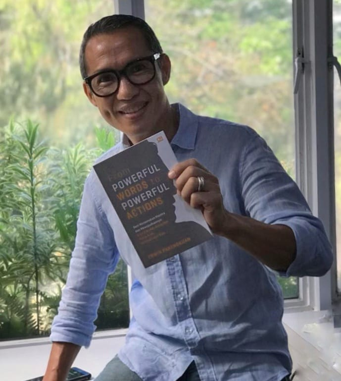 Buku Tentang Tips Sukses dari Pengalaman Erwin Parengkuan