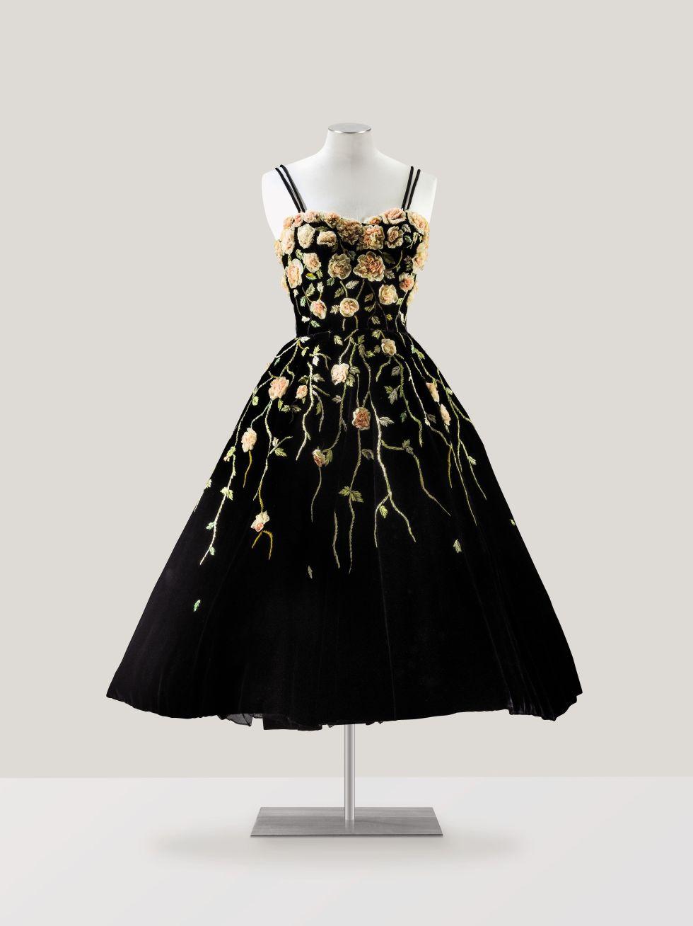 Lelang Koleksi Haute Couture dari Sotheby's Paris