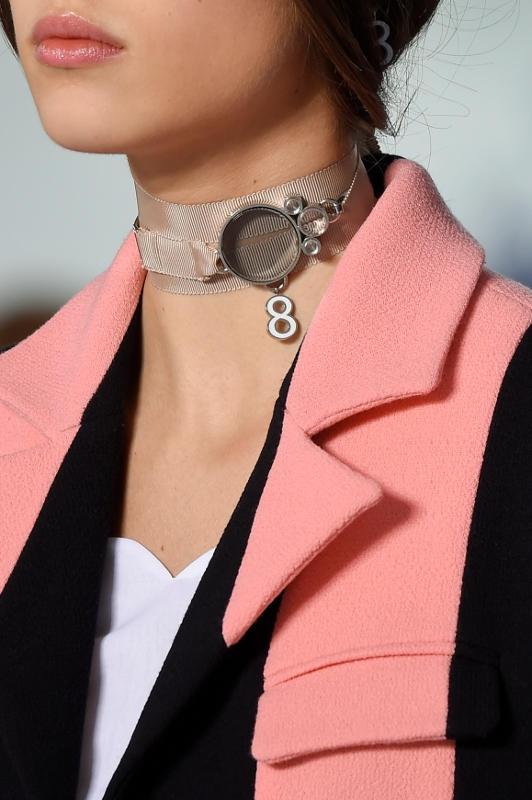 5 Cara Mengenakan Kalung Choker