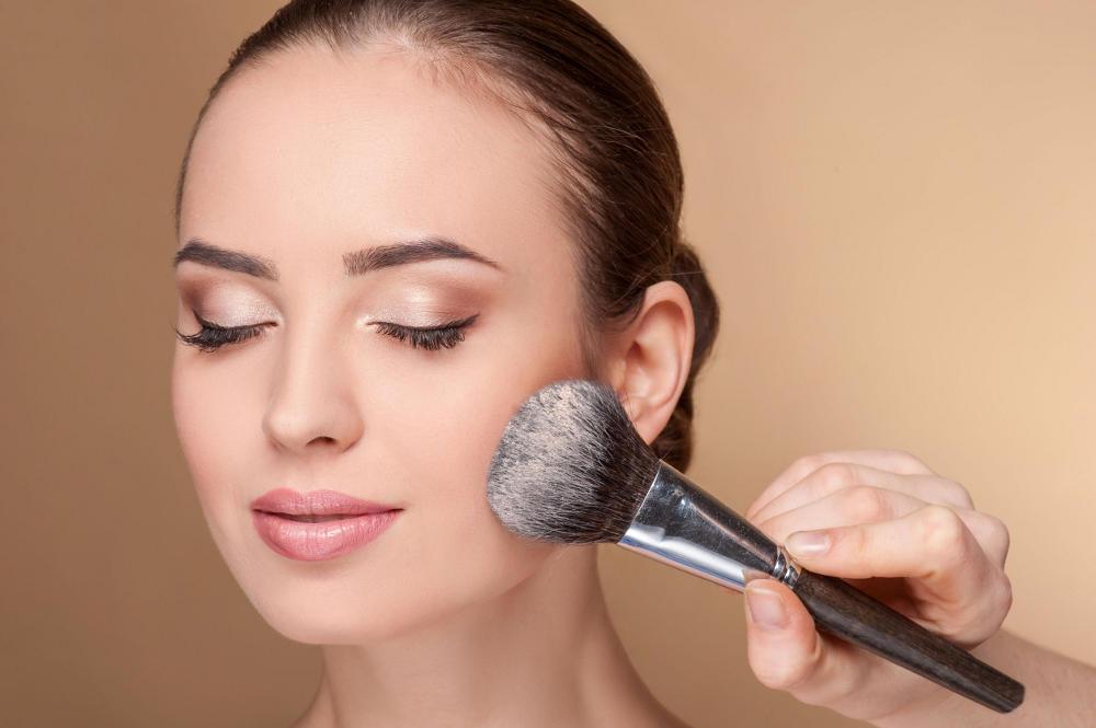 Cara Menjadi Makeup Artist Profesional