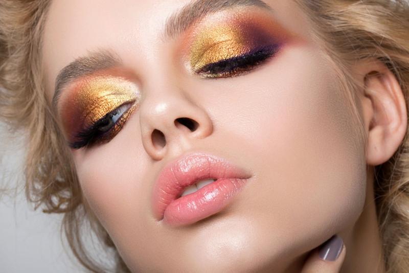 Rekomendasi Eyeshadow Berwarna Hangat Paling Memikat