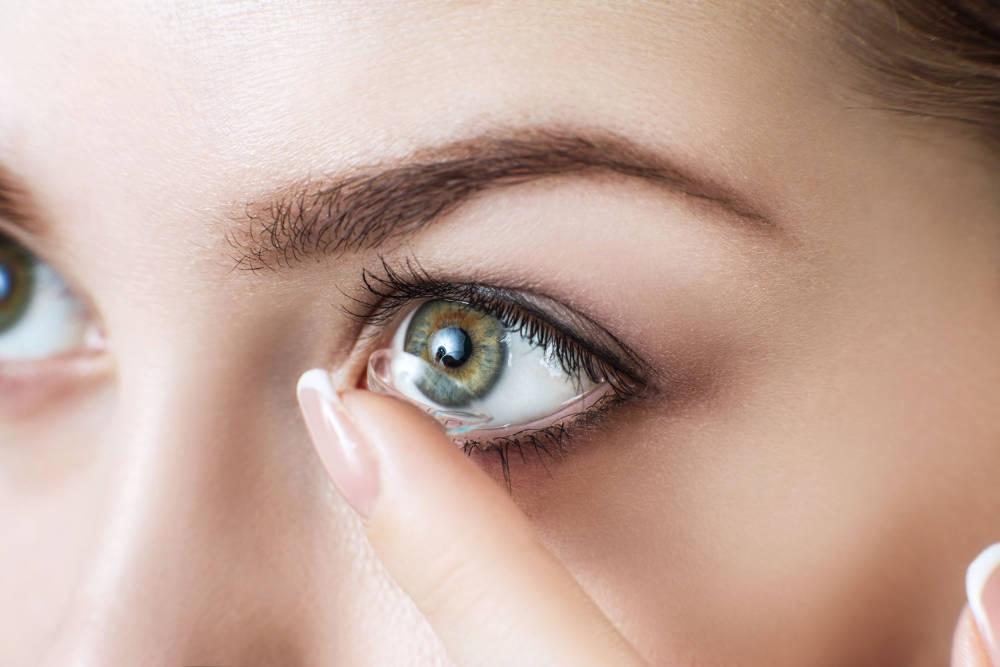 Tips Merawat Contact Lens