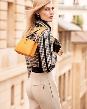 Gaya Model Julia Nobis dengan Tas Terbaru Louis Vuitton