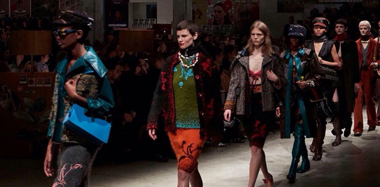 6 Fakta Prada Womenswear F/W 2017