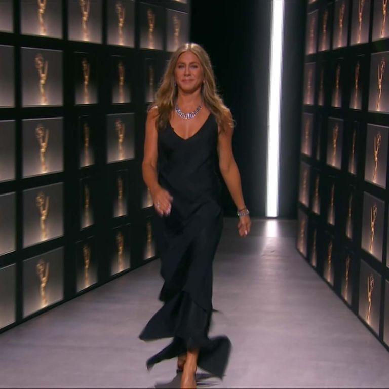 Penampilan Jennifer Aniston Dengan Formula Karpet Merahnya