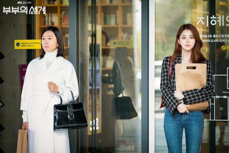 Lihat Barang Mewah yang Dipakai Kim Hee Ae dan Han So Hee