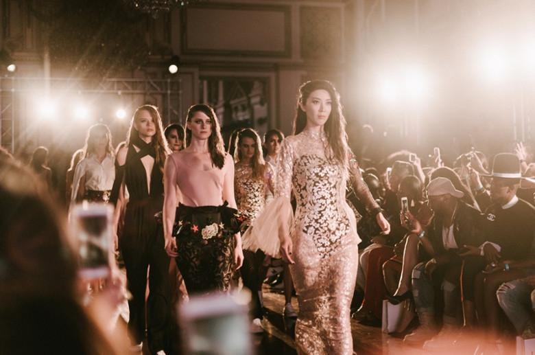 Presentasi Lotuz di Los Angeles Fashion Week
