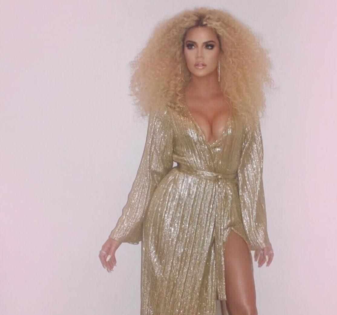 Khloé Kardashian Gagal Mengedit Foto Sehingga Jarinya Ada 14
