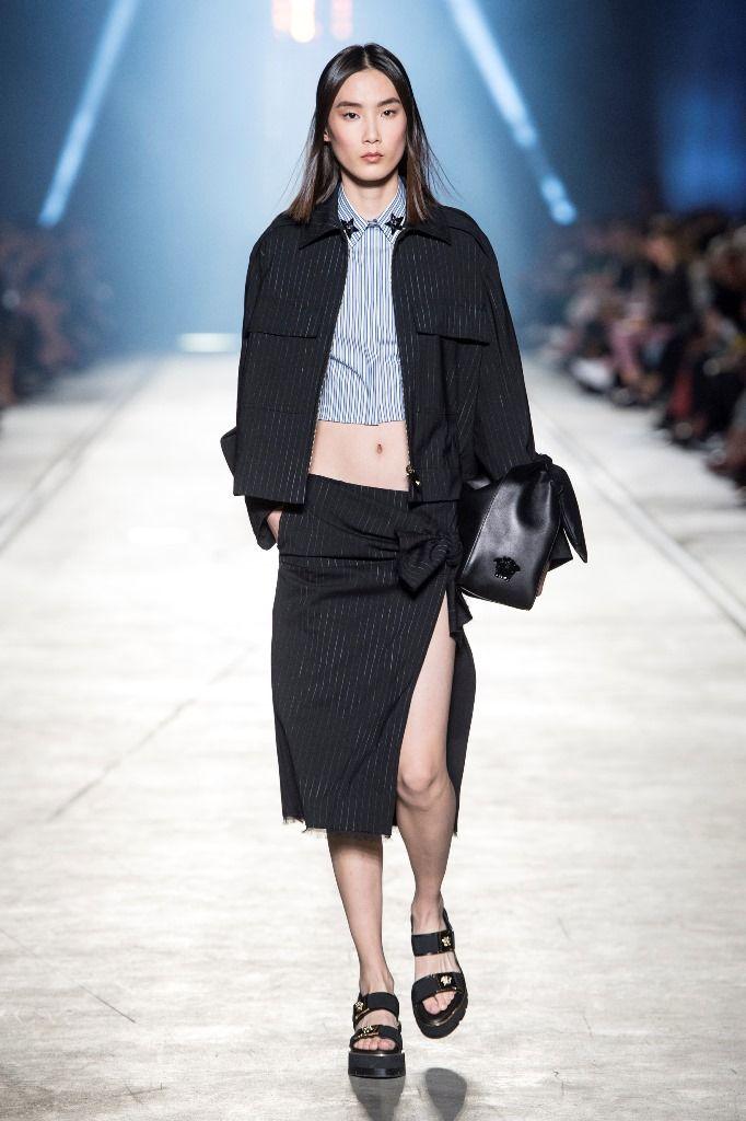8 Tampilan Modern ala Versace