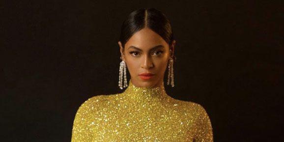 Beyonce Tampil Menawan dengan Gaun Ketat Warna Emas