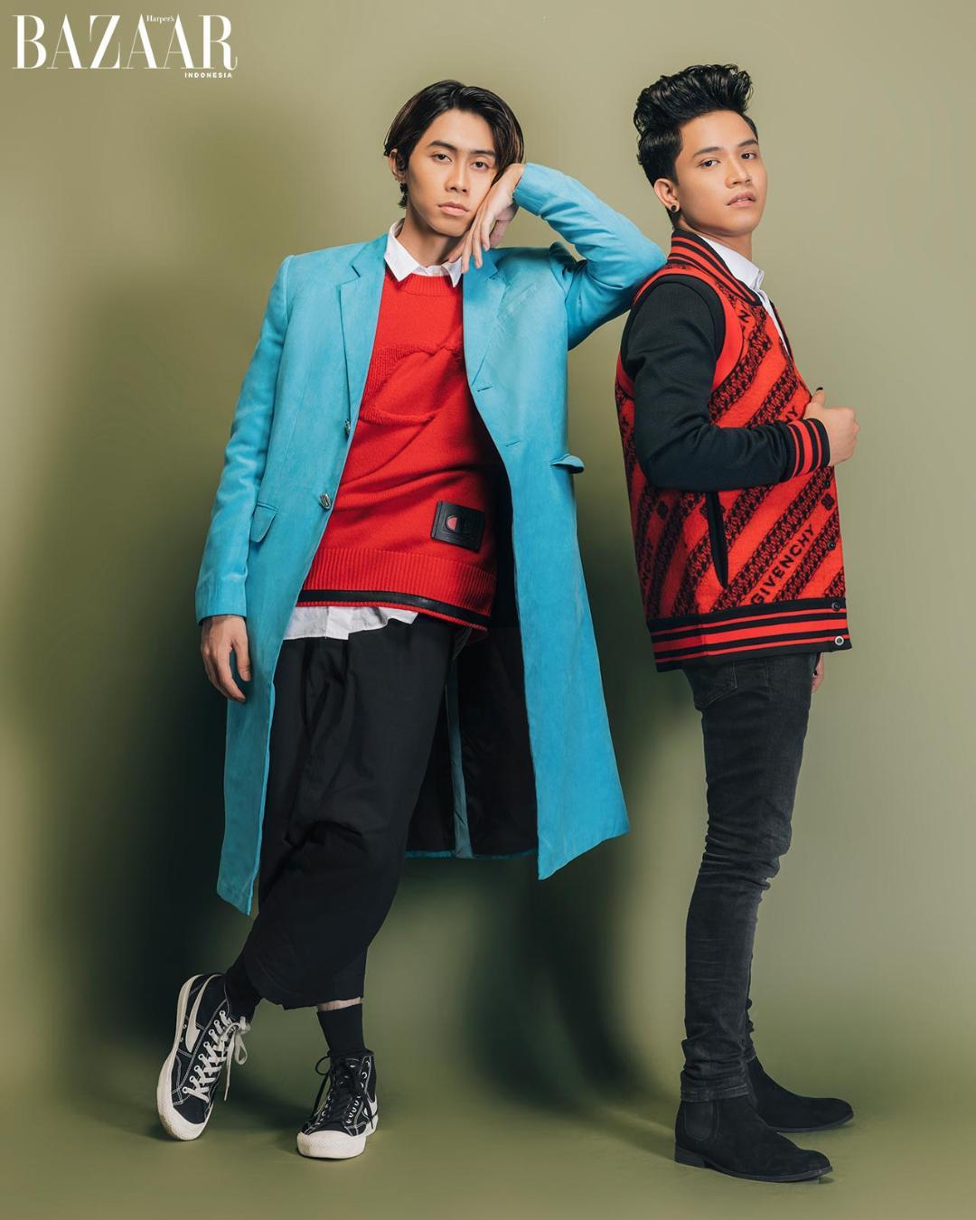 Shandy mengenakan dalaman knitwear dari Coach dan long coat Studio Moral. Sedangkan Farhan mengenakan jaket dari Givenchy.