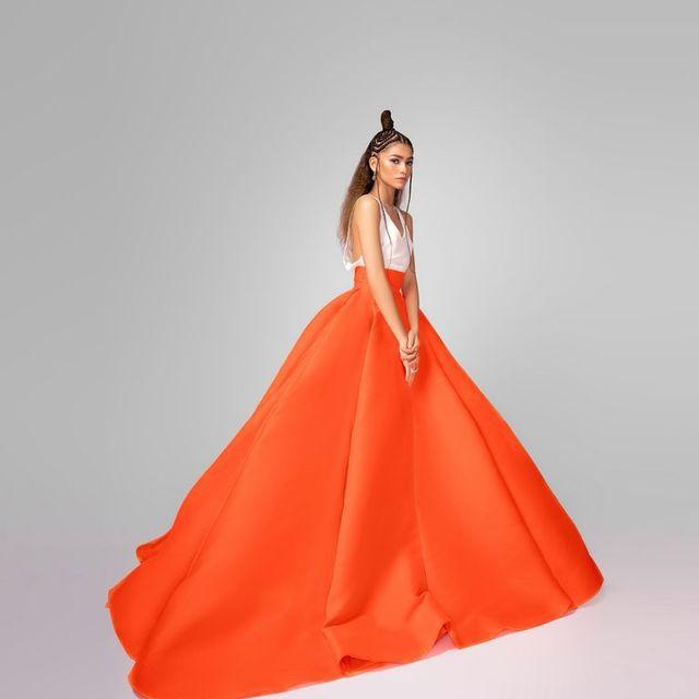 Zendaya Tampil Menawan dalam Busana Valentino saat Hadiri Critics' Choice Awards 2021