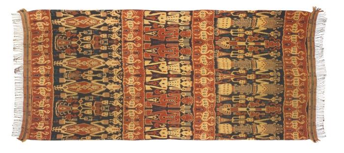 Kain Hinggi Kombu dari Sumba sebagai elemen dekorasi interior