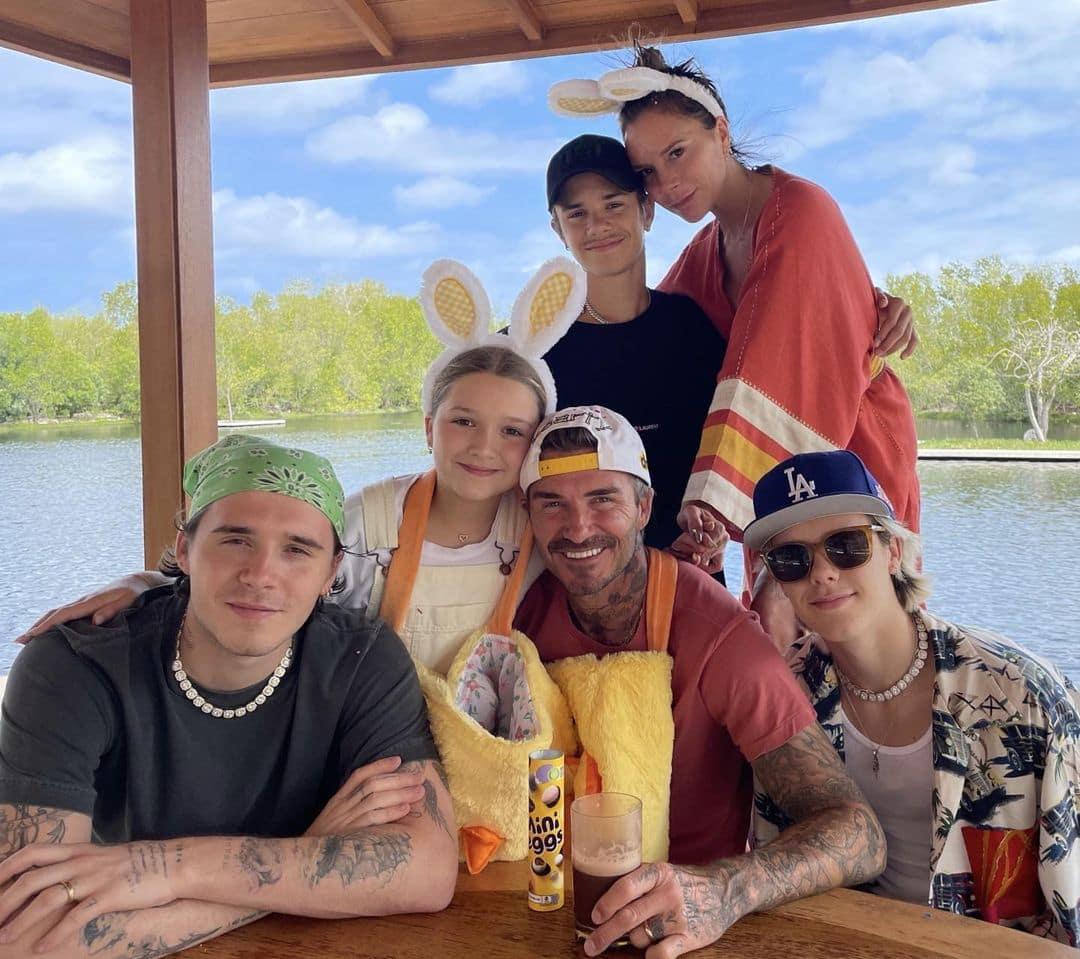 Victoria Beckham Membagikan Foto Keluarga Harmonisnya pada Hari Perayaan Paskah
