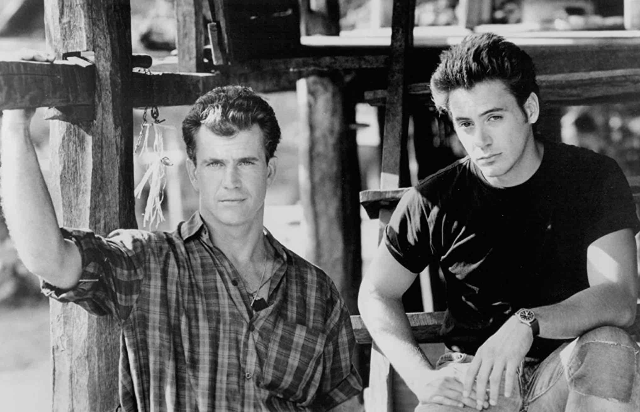 (Mel Gibson & Robert Downey Jr. dalam film Air America yang tayang pada tahun 1990)