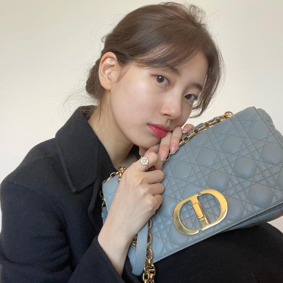 Lihat Padu Padan Mengenakan Tas Dior Caro Seperti Jisoo Blackpink, Bae Suzy, dan Sejumlah Selebriti Lainnya
