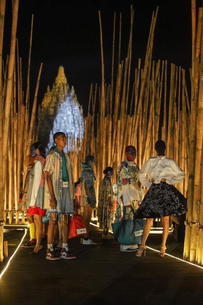 Koleksi pakaian pria dan wanita terbaru dari Lakon Indonesia dibuat dari kolaborasi dengan perajin dan UMKM lokal