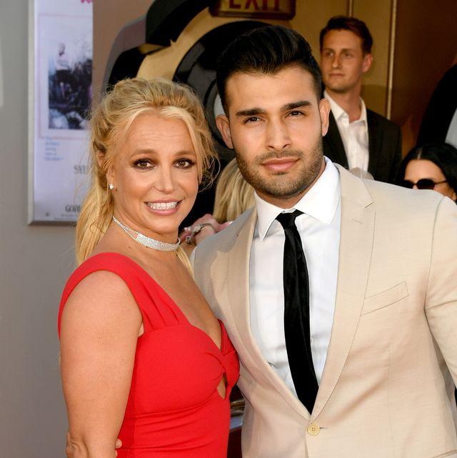 Britney Spears Tampak Mengenakan Cincin Berlian Besar ketika Berkendara Bersama Sang Kekasih, Sam Asghari