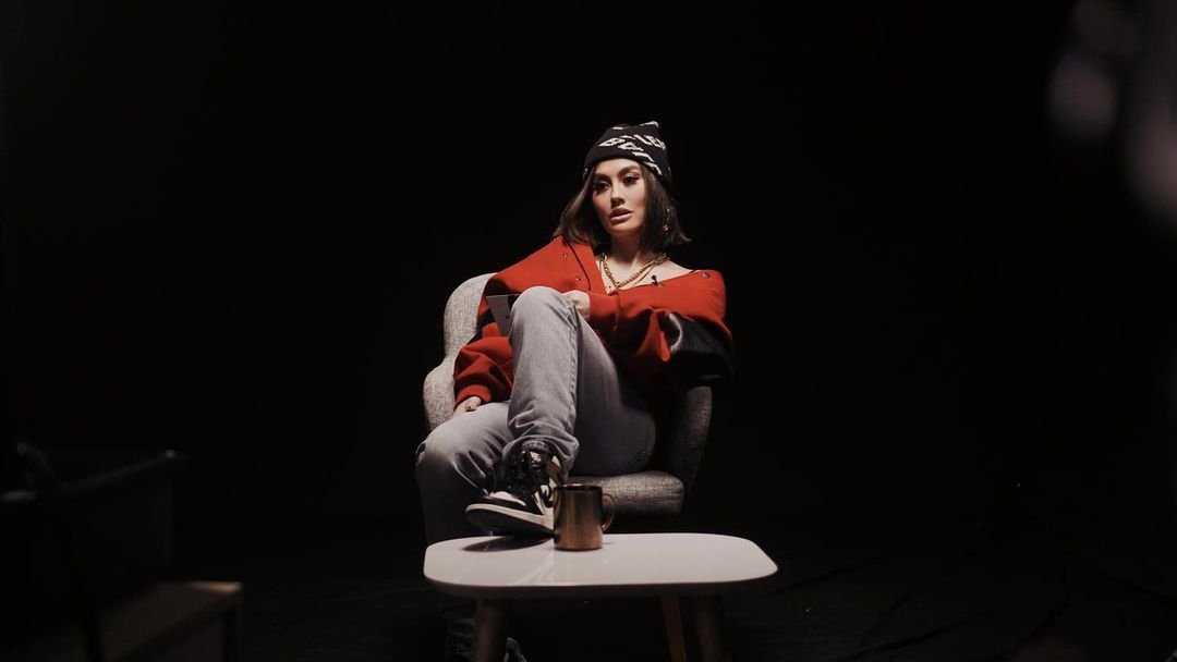 Gambar Teaser Lagu Terbaru Agnez Mo Seolah Bangkitkan Memori di Tahun '90-an