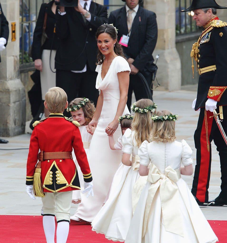 Karangan bunga kepala pengiring pengantin