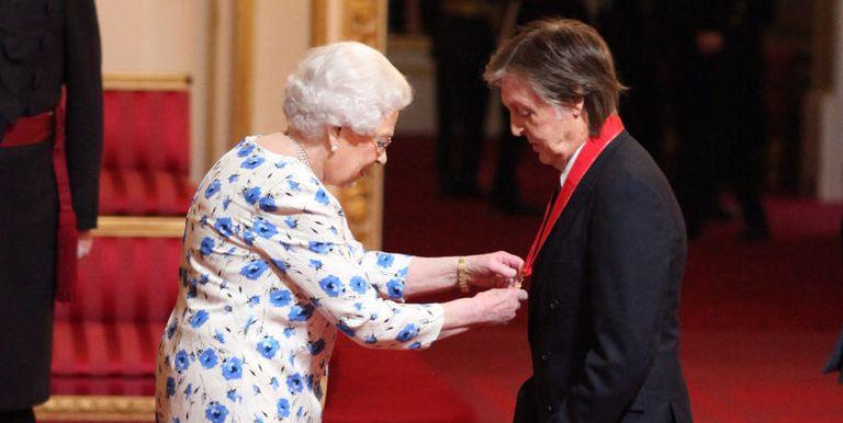 Inilah Foto Langka Para Selebriti Dunia Saat Bertemu Ratu Elizabeth II