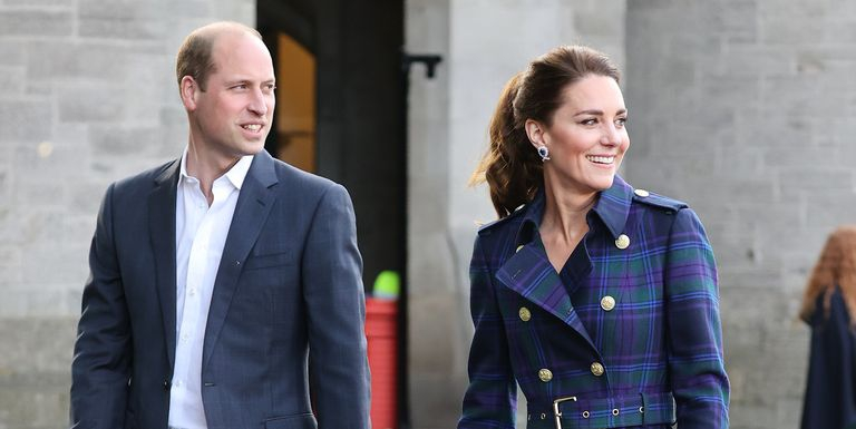 "Duke dan Duchess of Cambridge ""Mempertimbangkan Langkah Windsor"" untuk Lebih Dekat dengan Ratu"