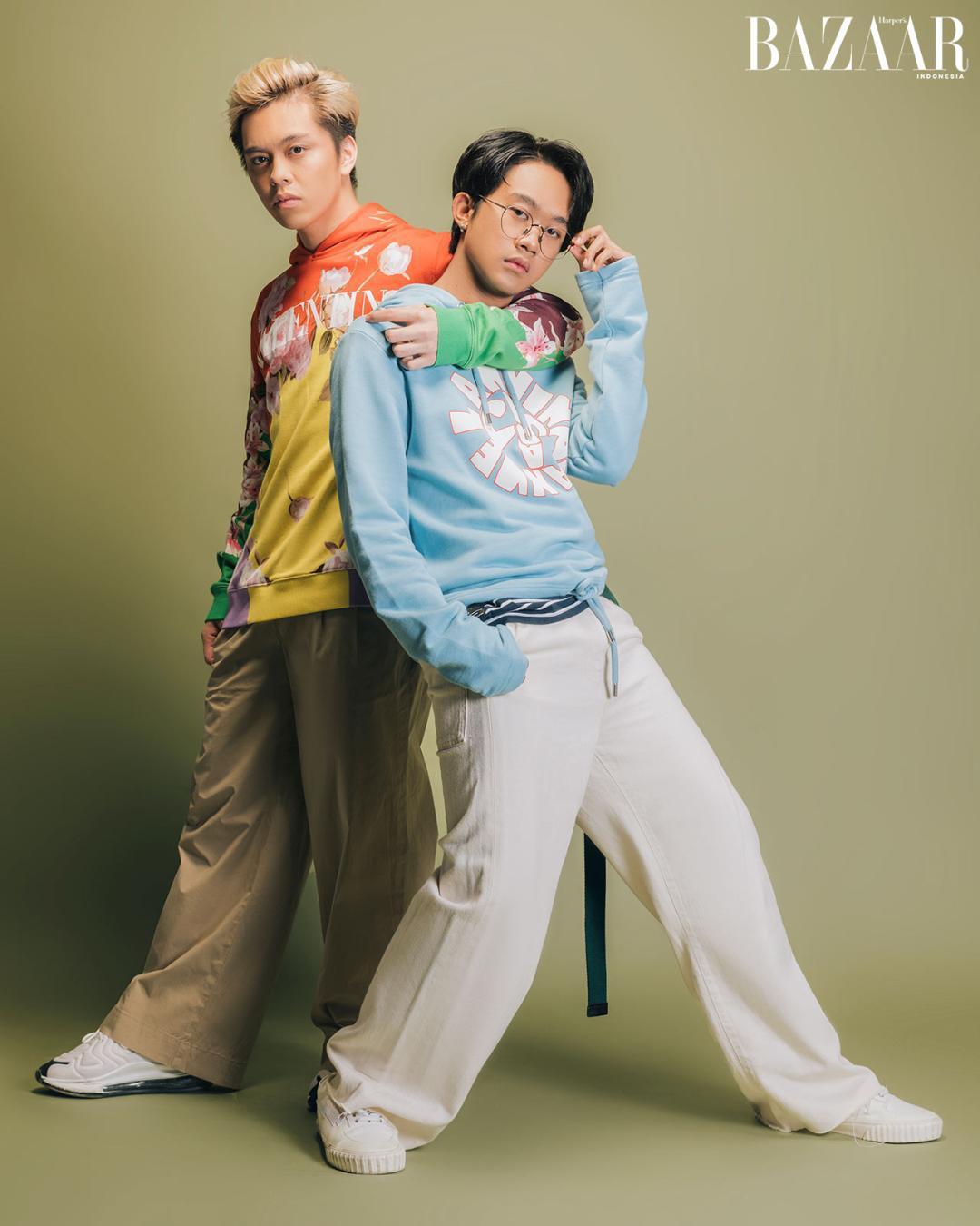Fenly dan Zweitson masing-masing mengenakan hoodie dari Valentino dan Lanvin.