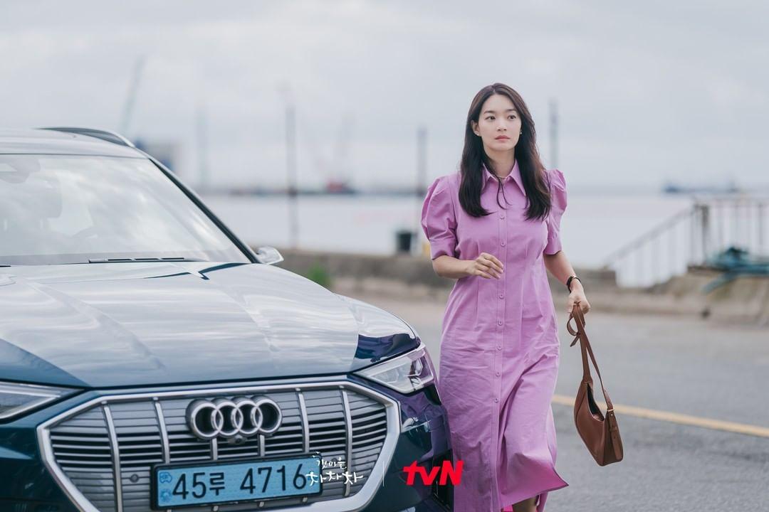 Daftar Barang Fashion Mewah yang Dikenakan Shin Min Ah di Hometown Cha-Cha-Cha