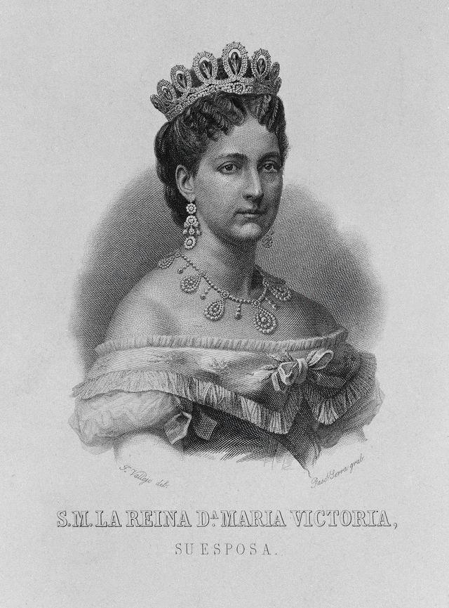 Maria Vittoria Dal Pozzo dalam tiara pernikahannya yang penuh kilau.