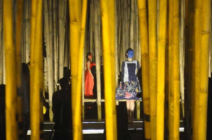 Stage design dirancang oleh arsitek Adi Purnomo menggunakan material bambu yang sustainable