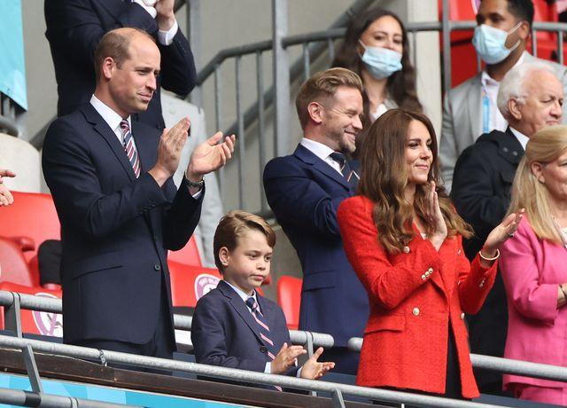 Perhatian, Pangeran George Telah Kembali