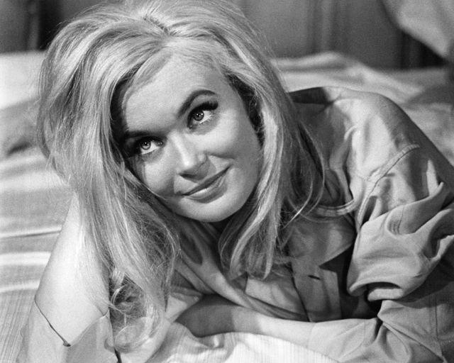 Shirley Eaton sebagai Jill Masterson di Goldfinger.