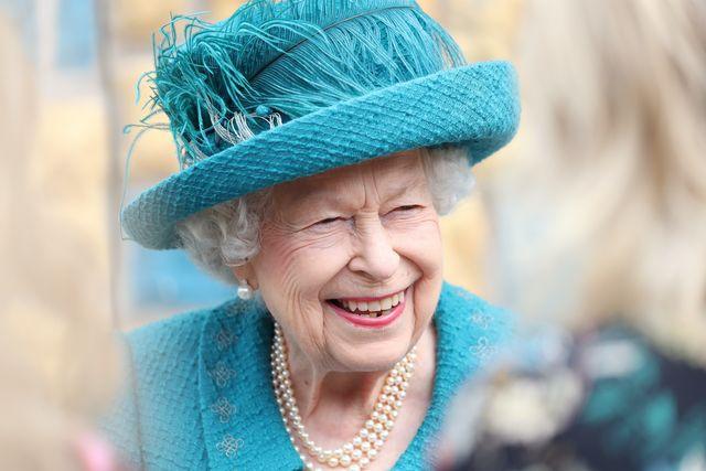 Ratu Elizabeth Mengenakan Bros Berbentuk Panah Abad ke-19 yang Diwariskan oleh Ratu Victoria