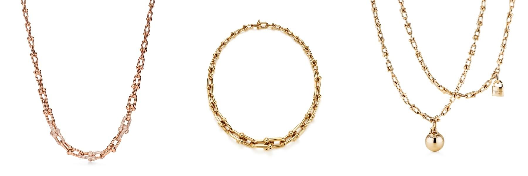 Dari kiri ke kanan: Kalung graduated link rose gold 18 karat dengan berlian pavé, kalung graduated link emas 18 karat, dan kalung wrap emas 18 karat / Foto: Courtesy of Tiffany & Co.