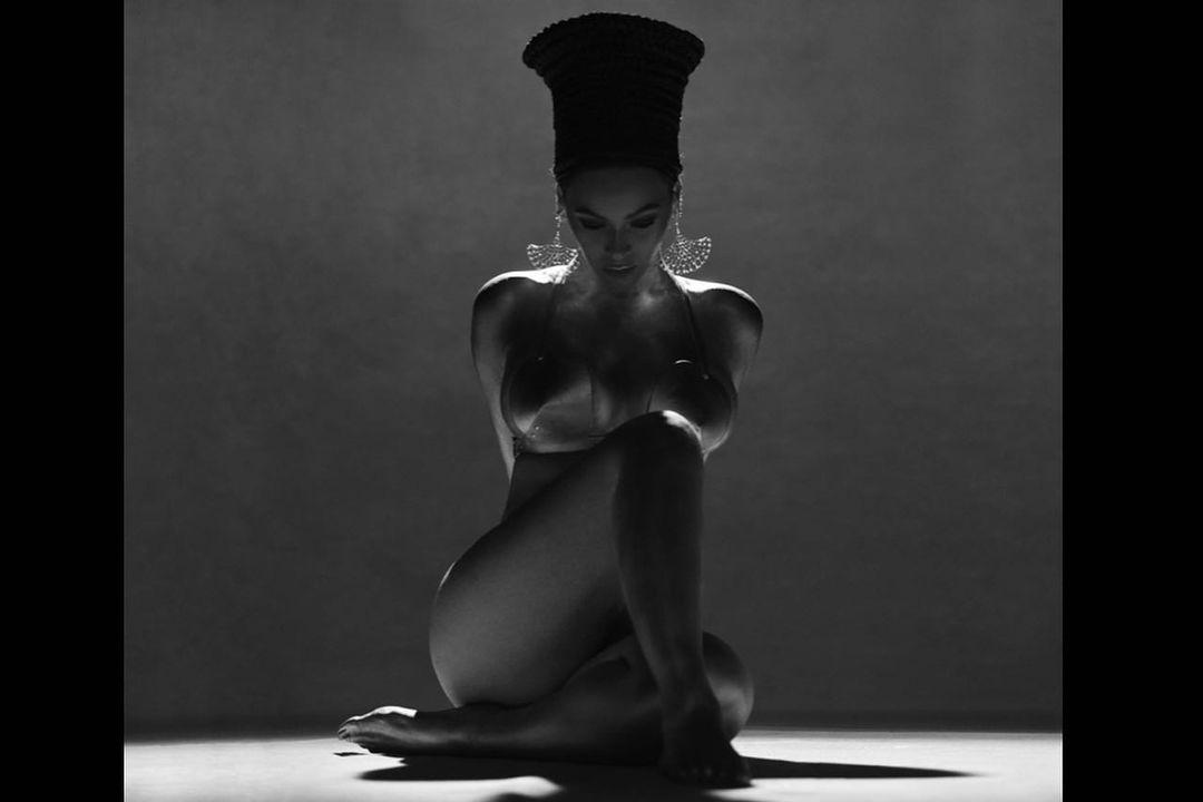 """Beyoncé Berbagi Pesan Inspiratif Tentang """"Penyembuhan"""" untuk Menghormati Peringatan 5 Tahun Album Lemonade"""