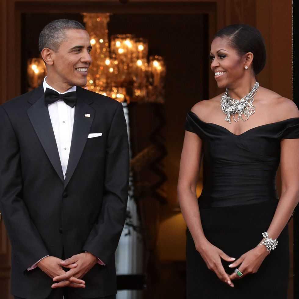 Barack Obama Bagikan Foto Keluarga Terbaru (dan Langka) Bersama Kedua Putrinya, Malia dan Sasha