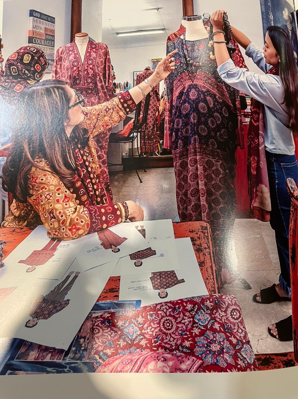 Design and styling process di design team / Foto: Courtesy of Ghea Fashion Studio