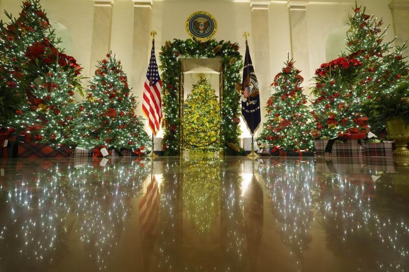 Melania Trump Pamerkan Dekorasi Natal Terakhirnya di Gedung Putih