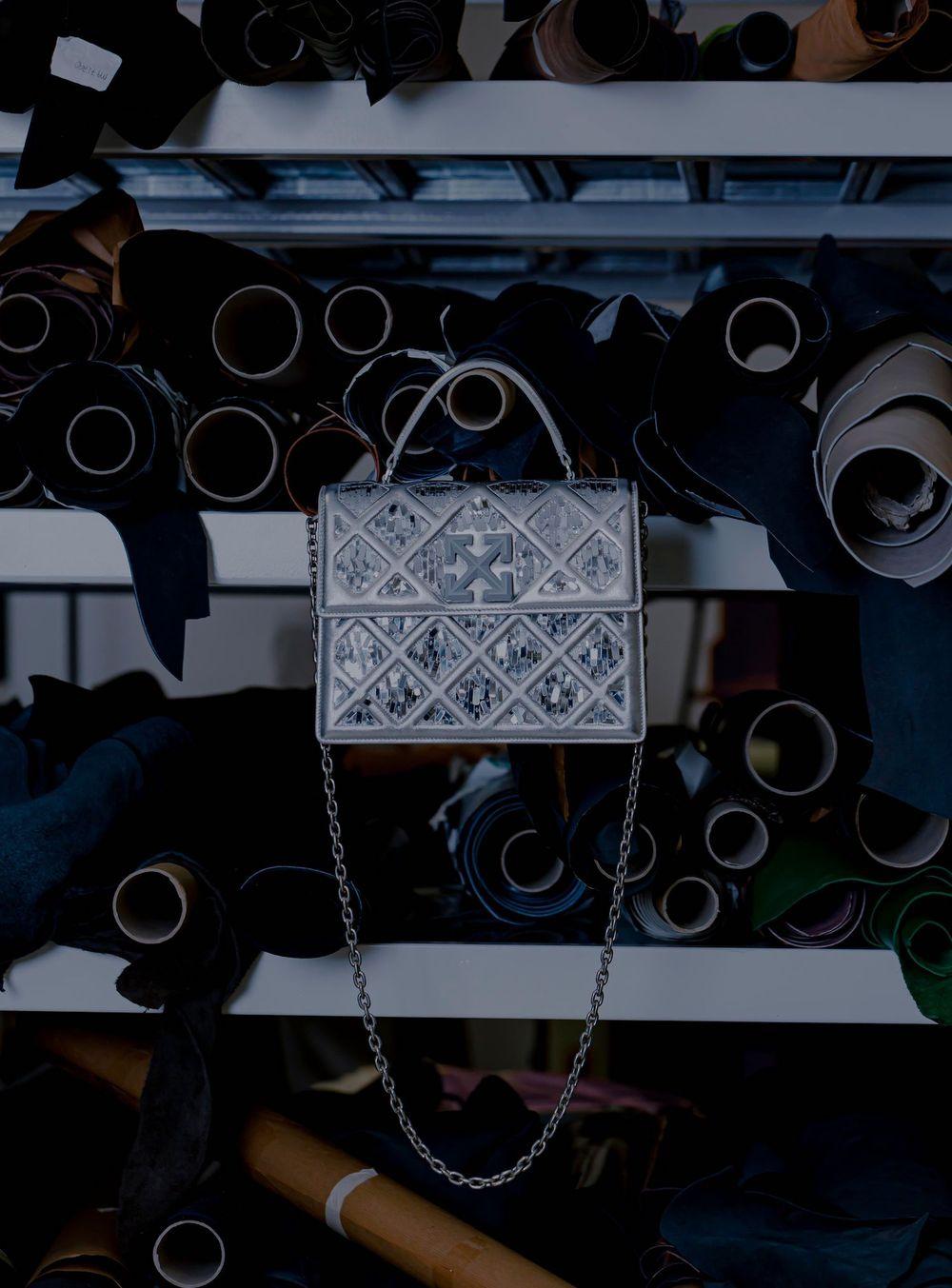 Off-White Rancang Tas yang Terinspirasi dari Piramida Louvre