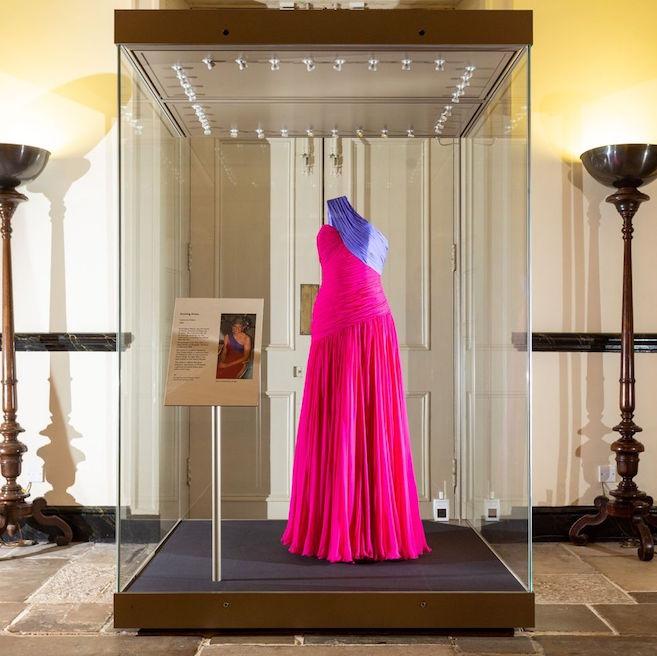 Pameran Busana Putri Diana Terbaru di Istana Kensington