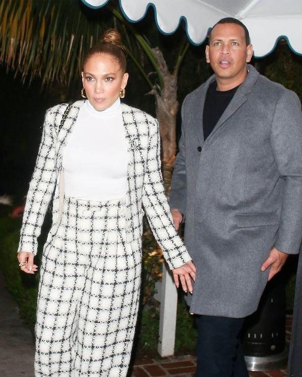 Jennifer Lopez Tampil Memesona Dalam Balutan Setelan Chanel