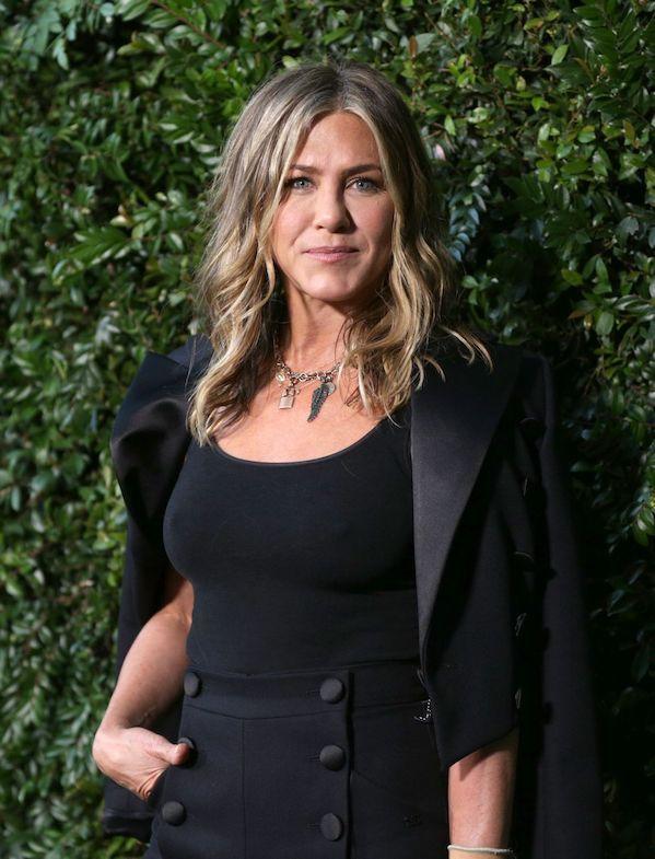 Jennifer Aniston Bagikan Pesan Tentang Pentingnya Masker