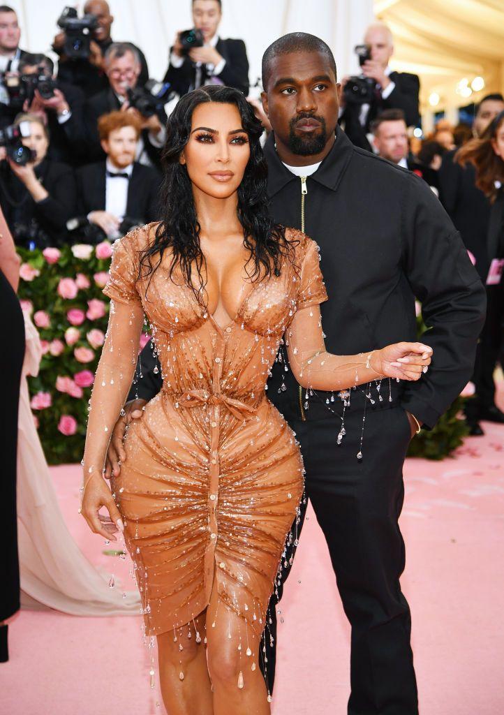 Kim Kardashian Bagikan Foto Keluarganya Pada Hari Ayah