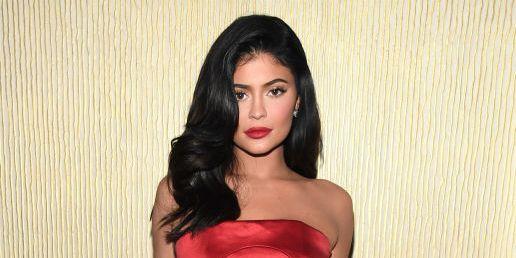 Kylie Jenner Tampil Seksi Dalam Foto Terbarunya