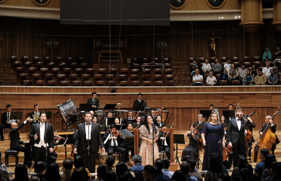 """""""Duet"""" Anggun Bersama Pavarotti di Konser Musik Klasik"""