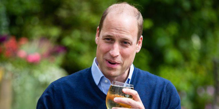 Pangeran William Coba Protokol Baru Sebuah Pub di Inggris