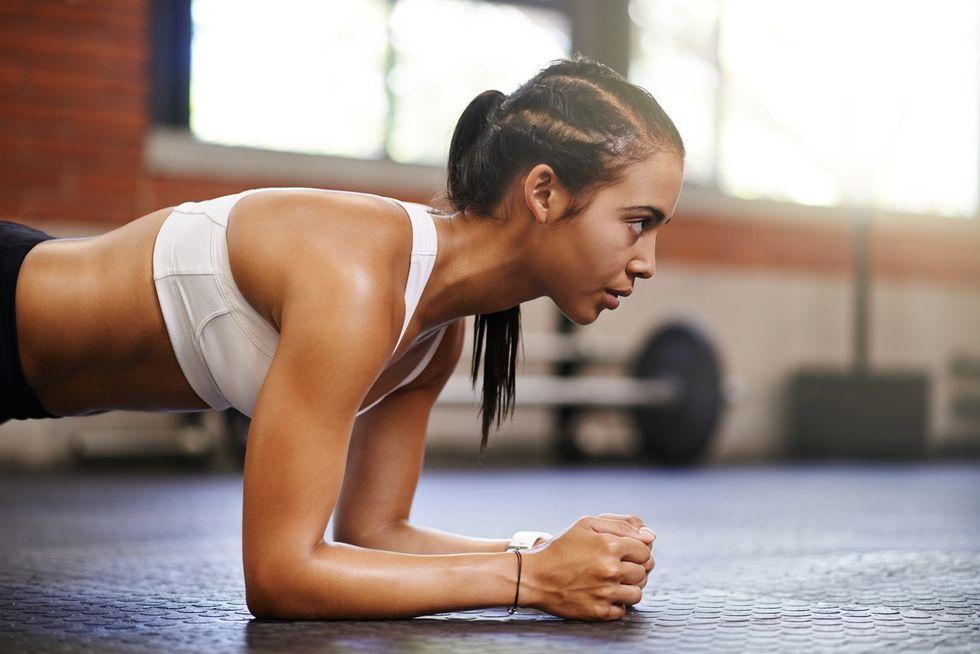 Ikuti Latihan 8 Menit ini untuk Bangun Kekuatan Core Tubuh!