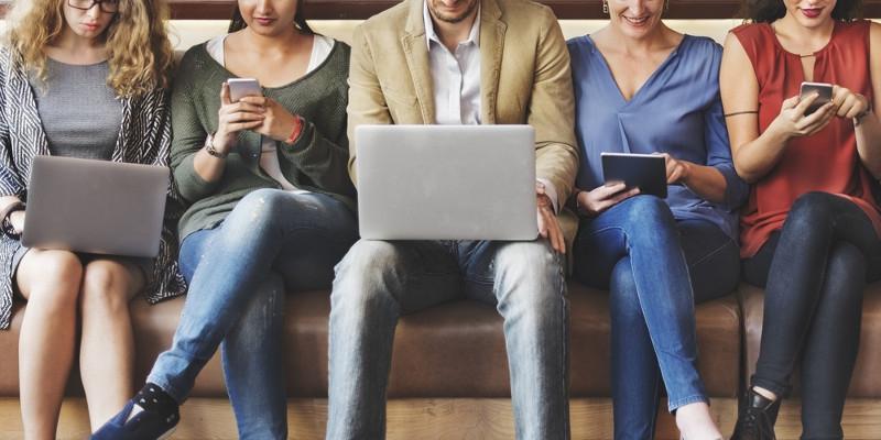 Berburu Lowongan Kerja di Media Sosial