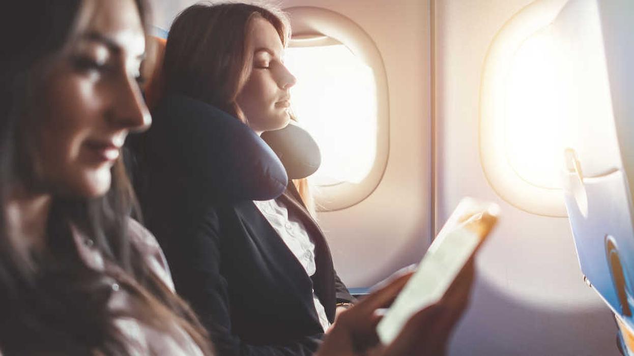 15 Pilihan Lagu yang Membuat Terlelap Selama Penerbangan