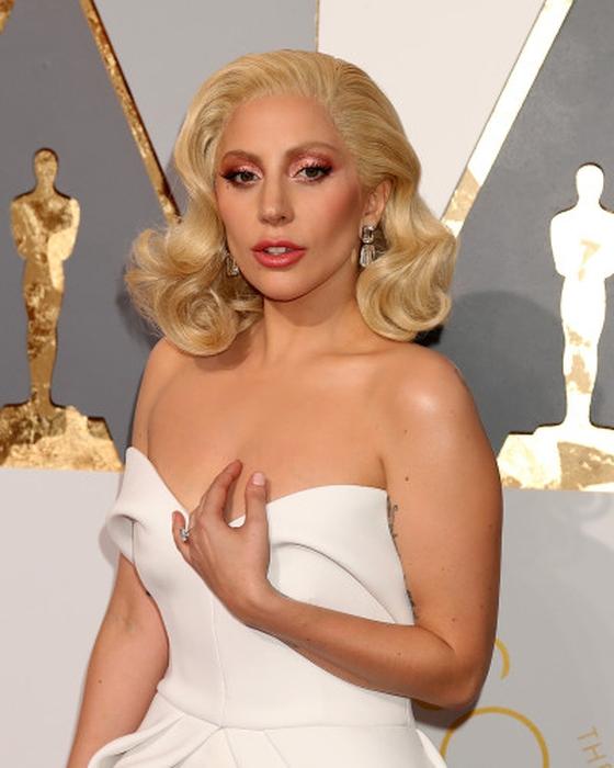 Lady Gaga Bintangi Film Arahan Bradley Cooper